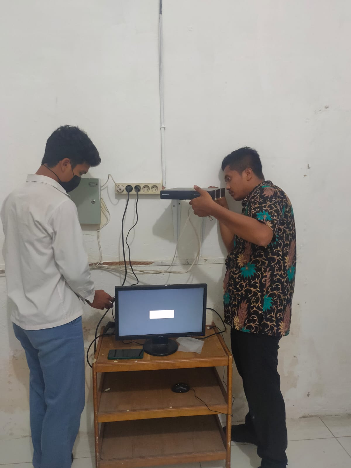 PENGGANTIAN CCTV DAN MONITORING JARINGAN DI KECAMATAN BANDAR PASIR MANDOGE